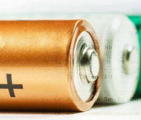 变废为宝 美研发人员将废塑料制成电池阳极